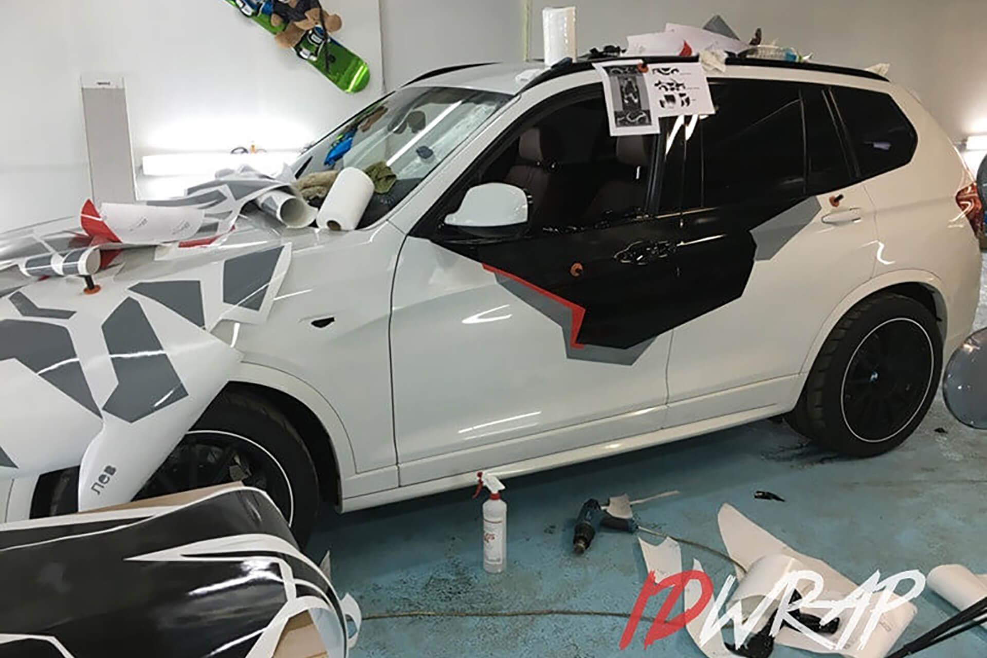 Камуфлированный BMW