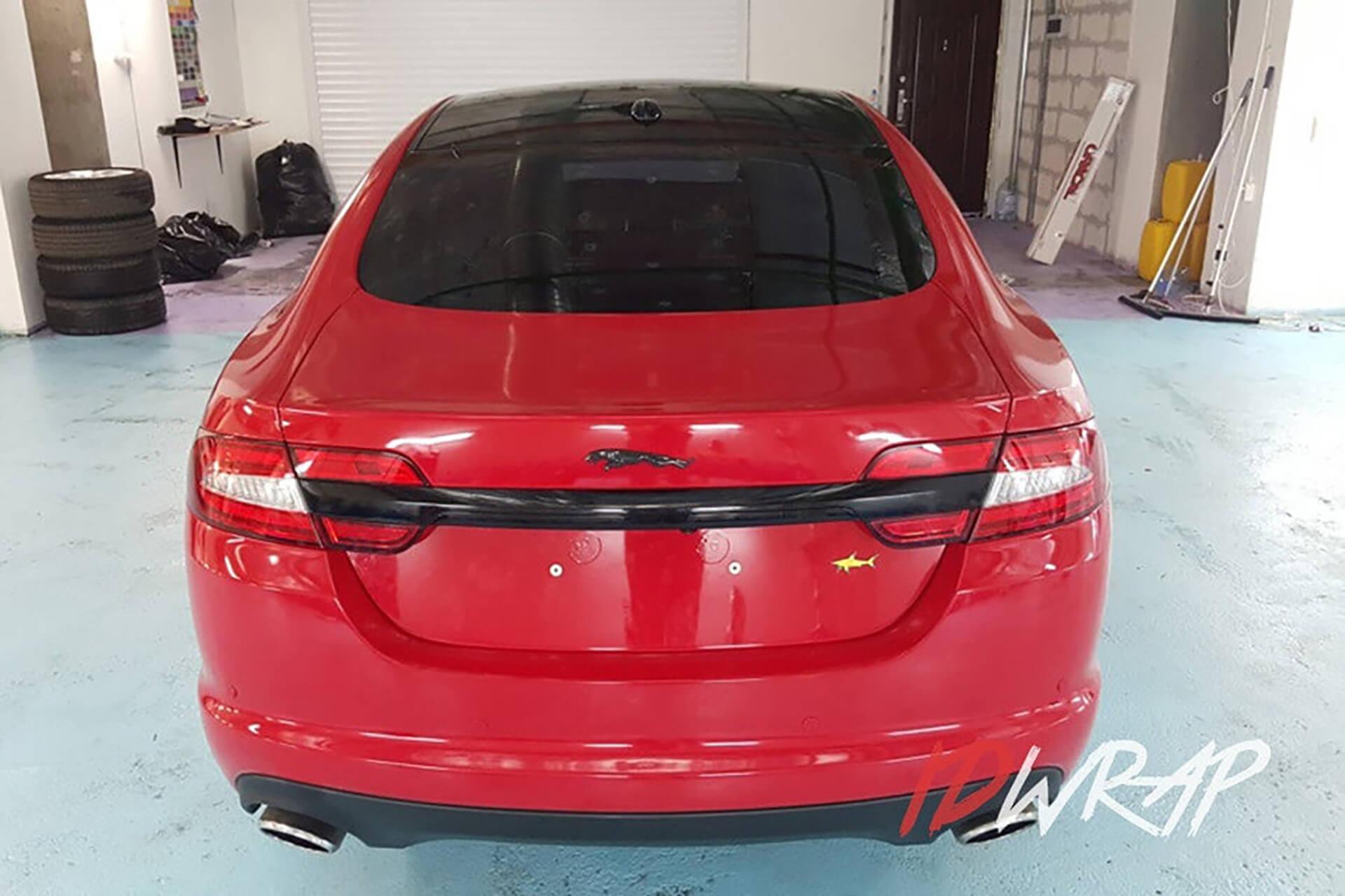 Красный глянцевый Jaguar XF