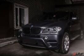 BMW поклеен в серую матовую пленку