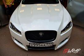 Белый глянцевый Jaguar