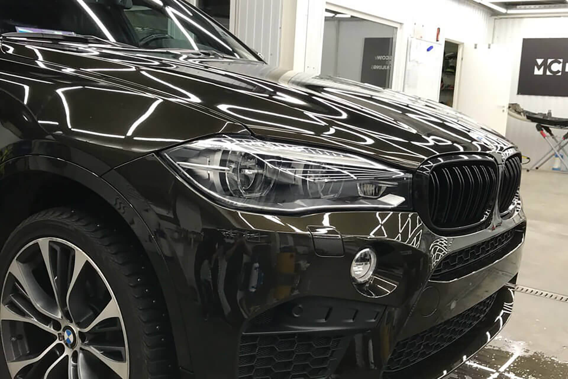 Тонировка фар BMW X5 полиуретаном
